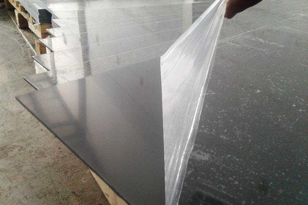 Venta de material PVC color gris de tipo redondo y placa en VAZBROS.