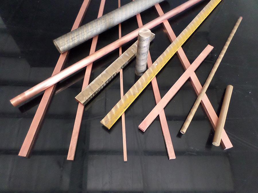 Cobre y Bronce SAE 660 en color dorado tipo redondo. Vazbros Plásticos y Metales.