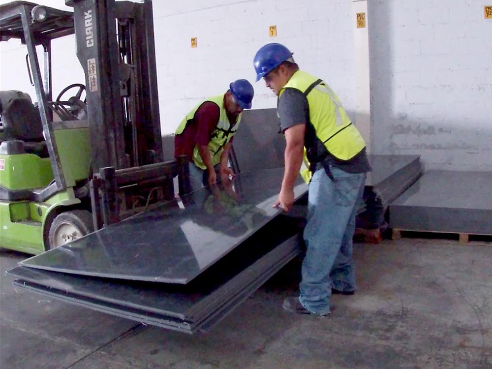 Vazbros Plásticos y Metales Industriales en Reynosa, México.